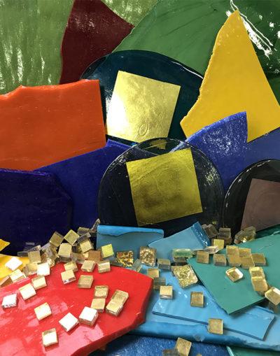 Mosaïc Concept, atelier de mosaïque : échantillons d'émaux et ors de Venise